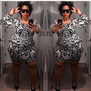 Dresses & Skirts - Black & White Paisley 😎